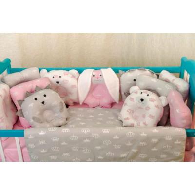 Комплект в кроватку 11 предметов бязь «Лесные зверята» бело-серо-розовые короны